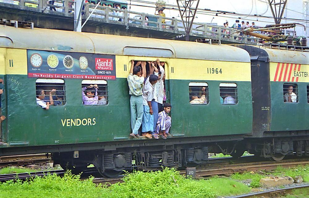 La chaleureuse promiscuité des trains indiens