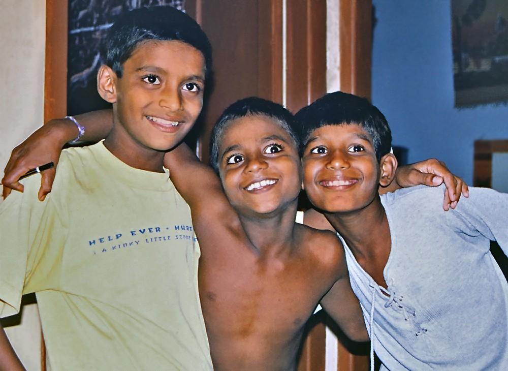 Sanjay, Antony et Nooralam au foyer en juillet 1999