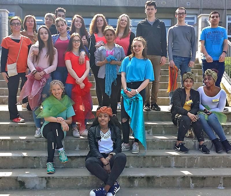 L'équipe des lycéen(ne)s et enseignant(e)s du lycée Doucet qui ont organisé la journée Holi
