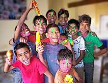 Groupe de Galopins colorés pour Holi
