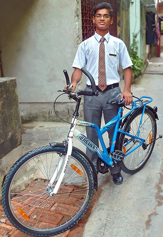 Suman et son nouveau vélo