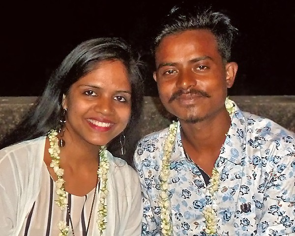 Hasna et Govindha lors de leur fête de mariage
