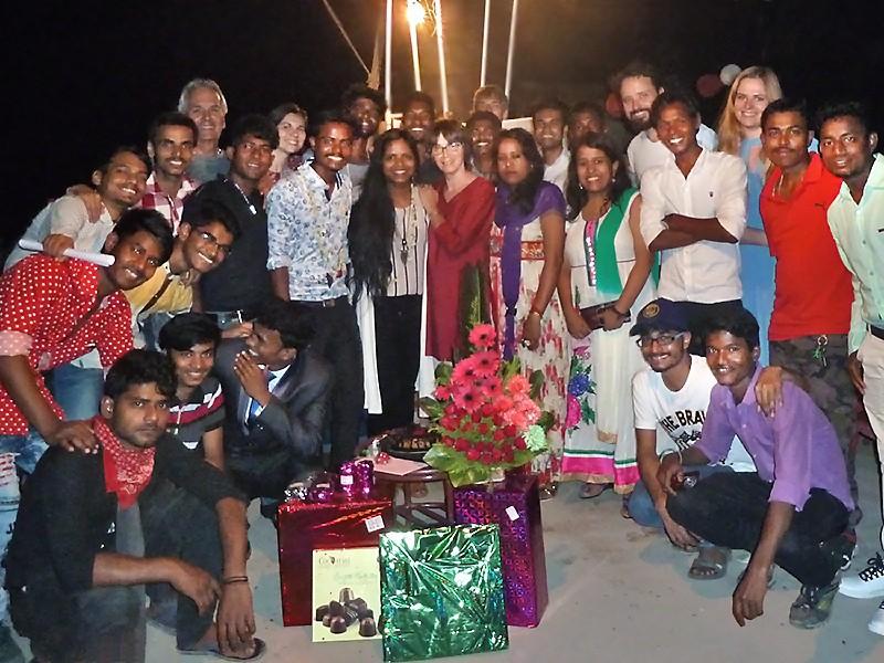Des Galopins, des amis et invités, et des cadeaux, pour fêter les mariés...