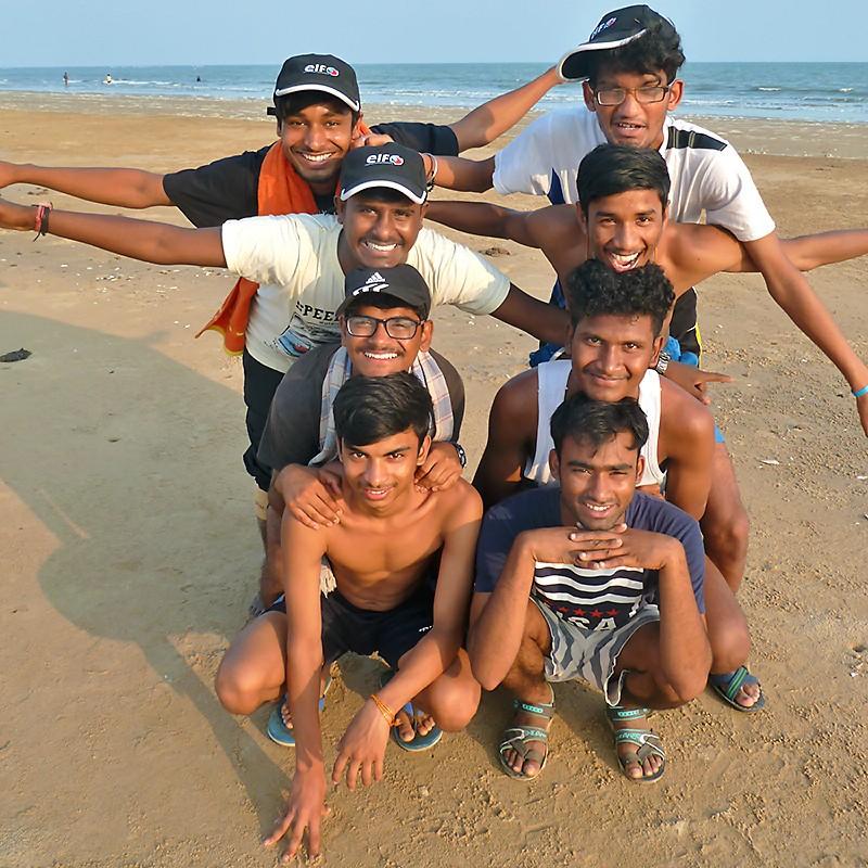 Huit Galopins planent sur la plage de Tajpur