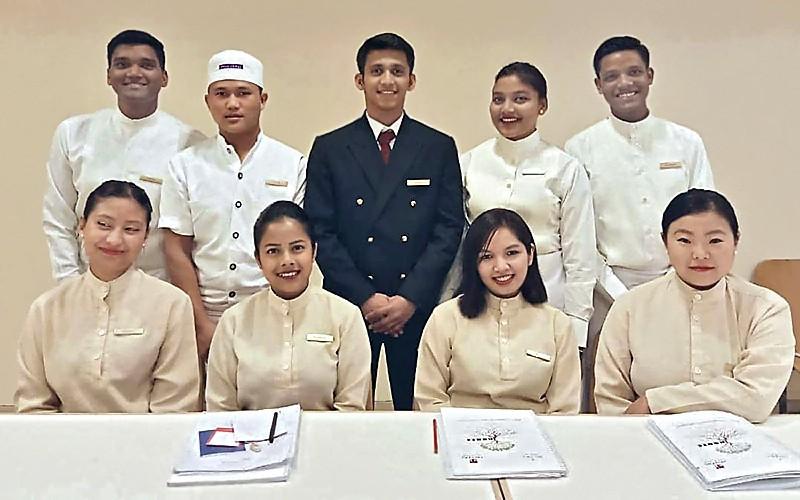 Prasenjit et ses futurs collègues de l'Oberoi Hotel