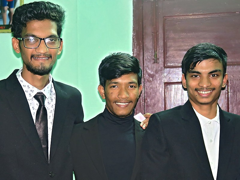 Biswajit, Debashis et Akash majeurs !