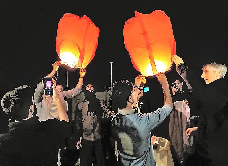 Lanternes prêtes au départ, à porter les voeux des Galopins...