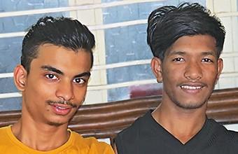 Akash et Debashis préparent l'examen de Classe XII