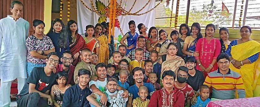 L'équipe de PBKOJP prête à fêter Saraswati