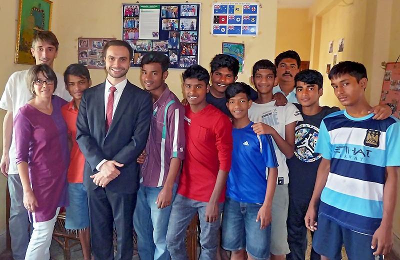 Visite du Consul de France à Kolkata aux foyers des Galopins