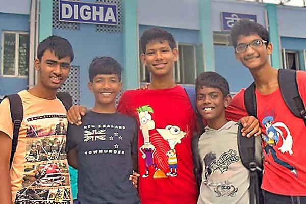 Monzoor, Debashis, Robi, Suraj et Biswajit