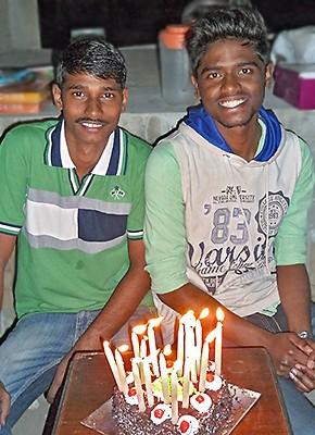 Arun et Pratap fêtent leurs 18 ans