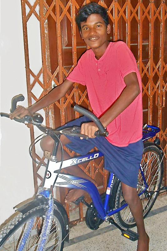 Sanatan et son nouveau vélo