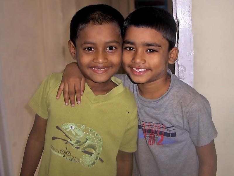 Rafiq et Monzoor, deux des petits