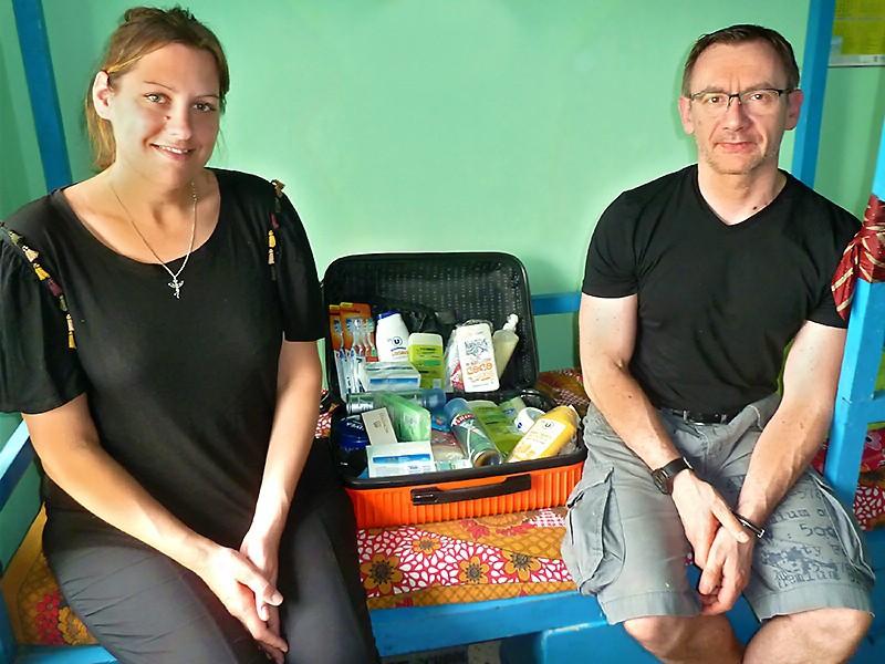Stéphanie et Franck avec la récolte des produits pour les Galopins